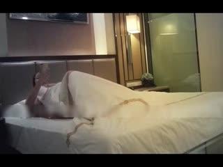 在西安某酒店上门服务的95年夜总会援美眉 质量不错这胸是真大啊