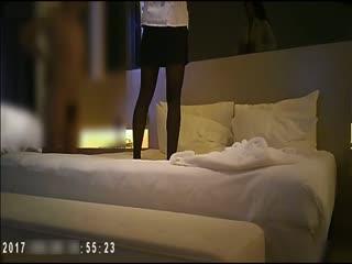 公司总经理酒店与单位财务部女人味十足风骚女会计开房偷情很有情调放着A片穿上情趣装道具鸡巴一起玩太刺激了