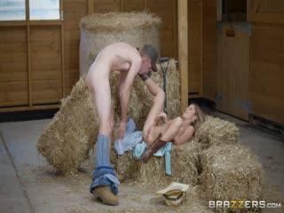 颜值不错健美身材美女鸡动啪啪作品 农场里的小美女清晰操穴这环境搞起来很刺激,肉肉靓女嫩B一流720P高清