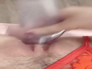 黑丝情趣露脸妍馨的内内,干净的逼逼大白屁股,道具抽插把自己搞喷了,手指奸屁眼,浪叫声让你撸续集