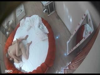 呻吟很给力的情趣酒店水滴监控TP光头老汉和情妇激情啪啪把她搞得欲仙欲死表情销魂