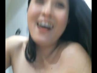 样子很甜美的白肤美华裔姐姐和光头老外直播啪啪_上