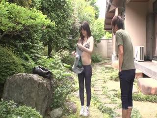 【日韩】丰满人妻全裸户外打扫卫生被邻居带回去安慰39分钟