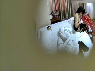 【新,国产】小旅馆偷拍运动服少妇和单位相好偷情干到一半手机响了立马暂停最后射骚妇身上很生气对白清晰