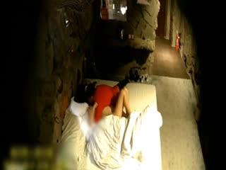 [偷拍]对白清晰稀有洞穴情趣酒店偷拍女同开房貌似春哥的女背背口活非常厉害