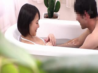搭訕男女大生玩緊貼混浴遊戲