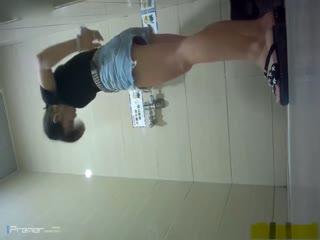 最新流出国内商场员工专用女厕偷拍都是年轻妹子