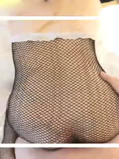 极品白虎巨乳美女〖草莓熊〗深夜回馈粉丝约炮 黑丝网状情趣套装