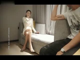 高價約操外圍小姐姐身材苗條美乳長腿翹臀掰開粉嫩鮑魚沙發狂幹