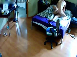 (一区)偷拍小伙晨运完回家和正在床上睡觉的媳妇来一炮