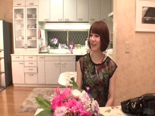airi 宫崎在厨房和子给头...