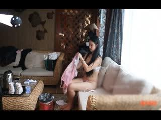 风吟鸟唱出品极品美乳嫩模奶茶妹被摄影师震棒玩逼给摄影师口爆1080P有声音版...