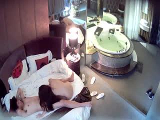 情趣酒店豪华套房水滴摄像头监控偷拍貌似很饥渴很主动的美眉上位骑坐鸡巴720P高清无...
