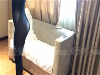 宾馆沙发上多体位爆艹连体黑丝高跟人妻插玩自慰特写