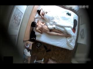 小旅馆偷拍貌似很有文化的四眼仔和小女友开房 毒龙口爆的动作很专业