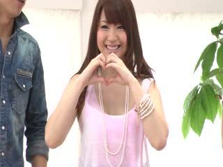 Mayuka Akimoto给两个大公鸡的日本口...
