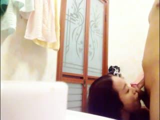 上海女神英语老师Alyssa卫生间跪舔后入啪啪720P无水印完整版