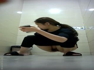 商场厕拍系列 都是黑丝美腿,丝袜控的最爱