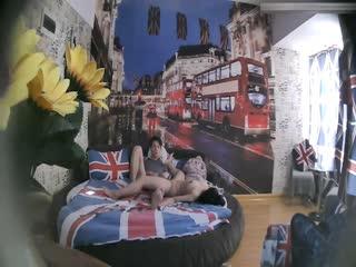 特色酒店伦敦主题房TP大屁股丰满女友貌似很饥渴没有得到满足要自摸
