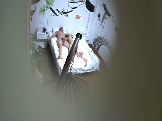 江南风主题宾馆偷情的中年大叔阿姨开房啪啪啪好久不见饥渴难耐女上狂野扭动到高潮呻吟声太疯狂俩人69超刺激