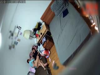 黑客破解家庭网络摄像头偷窥大白天夫妻趁着儿子上学在他的单人床上过性生活