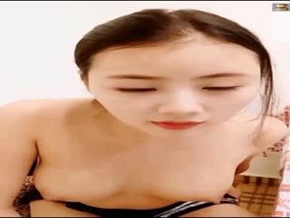 很有意思的艺校美女小主播 露脸尺度福利秀