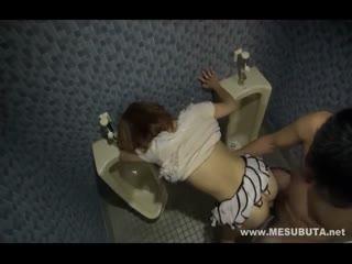 公共厕所强奸正在尿尿的美少女 进去就堵住嘴脱掉内裤强迫插入大鸡吧完整版内射