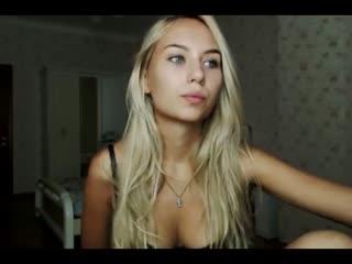 Stunning Webcam Teen Shows Off Her Body