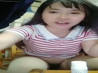 【国产乱仑自拍直播】极品网红小甜甜上演家庭乱伦大战二