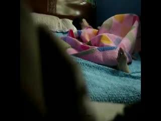 趁媳妇睡着没注意把摄像机藏着拍好刺激啊...
