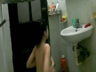 居家美眉洗澡被拍...