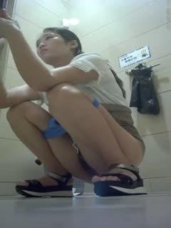 【厕所偷拍】厕拍妹子看起来都很清新