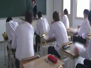 【强奸】超有气质 的极品美女老师教室内被学生下药强奸 哭得痛不欲生