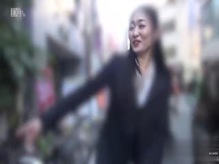 《高清无码》在外面约的淑女在回家搞  女的技术好的不的了  32分钟  第一部...