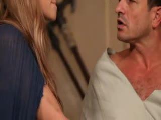 【乱仑】爸爸卧床不起 提出了过分的要求 要女儿满足一下他的需求