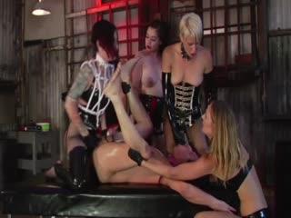 另类sm4个女人全部带上假吉吉猛擦一个男人后面的洞31分钟高清
