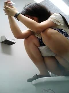【国产精选】来自泰国洗手间偷拍 让你看看泰国妹子的异国风情...