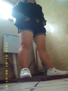 [厕所偷拍]厕所偷拍5 学生妹子果然青春靓丽