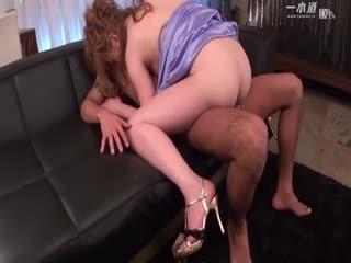 [乱仑]去嫂子家里做客,没想到嫂子穿的太性感,忍不住就干进去了