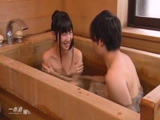 [乱仑]兄妹两个去男女共浴,结果没忍住就干了起来