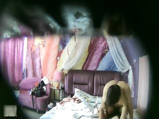 【偷拍国产】特色酒店偷拍气质女神范美女白领利用中午休息时间和异地情人开房,时间紧美女主动坐上去操,男的连续内射2次!