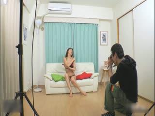 【模特】非常性感美女拍写真出一万3万价钱干一次,最后受不了还把精子射在嘴里叫她吃...