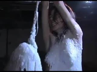[强奸]折磨 把骗来的少妇吊起了 绑起来 封嘴 香烟插鼻 尺子 抽 有点重口味