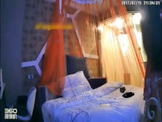 【国产】连衣裙美女刚进房间就被按在床上操了一次 洗完澡后再来一炮...