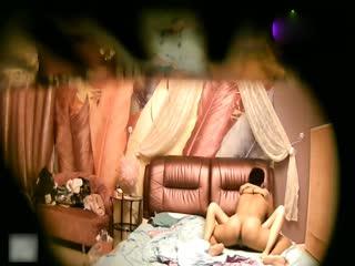 大长腿美女和男友开房研究逼逼...