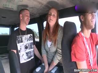 疯狂性爱巴士之与交欢雀斑背包美女