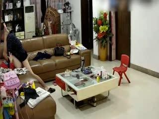 大意哥和媳妇在客厅啪啪...