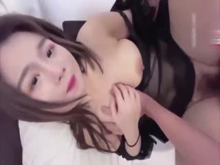 国产AV清纯小妹交不起房租无奈只能肉偿...