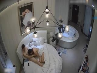 豪华酒店真实偷拍骚男勾引气质美女上床