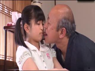 爷爷把孙女强上了
